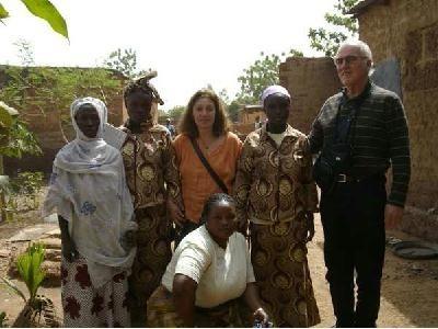 Association MALIMALI - AADEM - Mme et Mr Beyron qui ont reçu une donation de 2500 euros par l'association DE TOUTES LES COULEURS  en Mai 2013