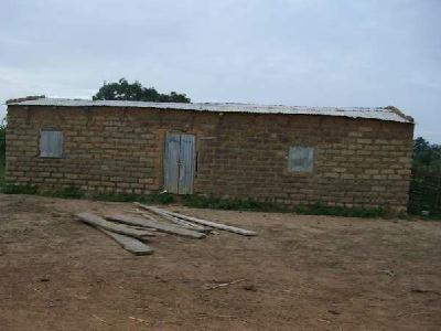 Batiment école de Boubouya, aidé par l' Association MALIMALI - AADEM - Mme et Mr Beyron qui ont reçu une donation de 2500 euros par l'association DE TOUTES LES COULEURS  en Mai 2013