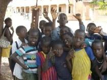 """Association humanitaire et caritative """"DE TOUTES LES COULEURS"""" pour la scolarisation, la santé, l'éducation de tous les enfants du tiers monde."""
